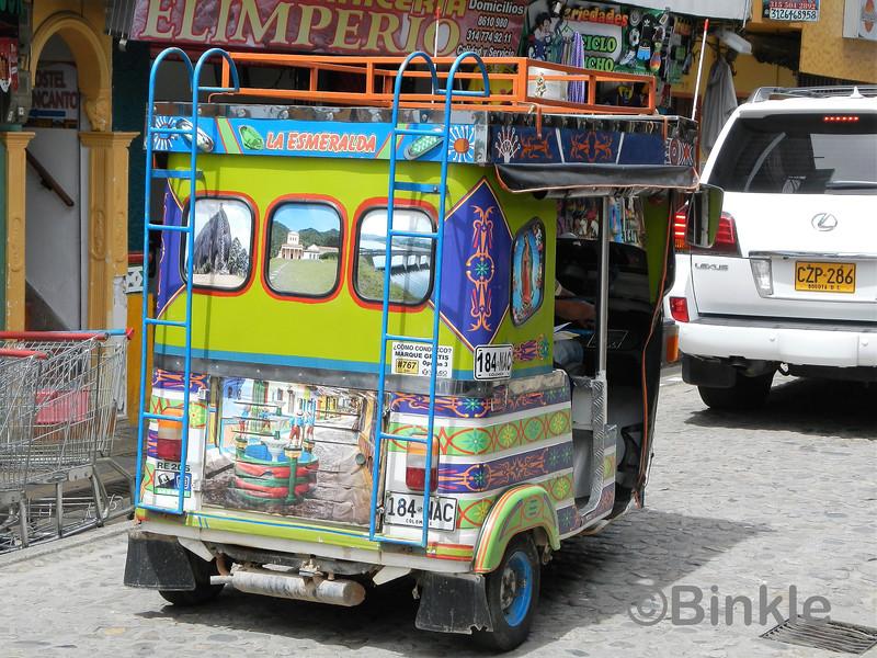 Tuktuks sind genauso bunt wie die Stadt, Guatapé Tuktuks are just as colorful as the town, Guatapé