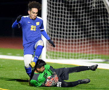 Vacaville and Wood boys tie in soccer, both heading for the playoffs