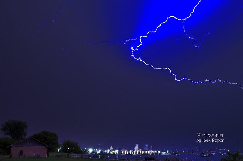 Lightning 8-7-2019 Milw harbor -Roper.jpg
