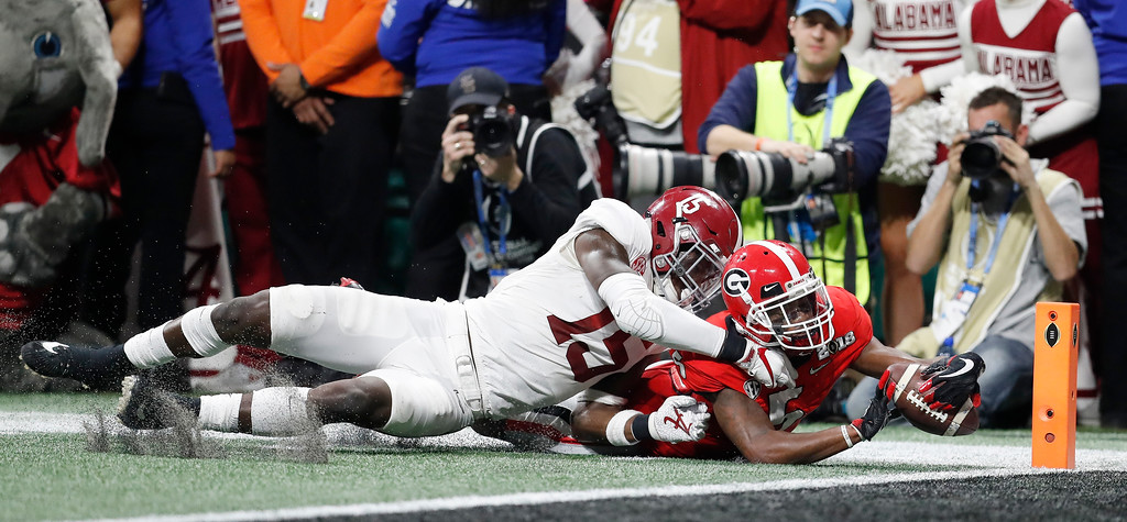. Georgia\'s Terry Godwinr is short of the goal during the first half of the NCAA college football playoff championship game against Alabama Monday, Jan. 8, 2018, in Atlanta. (AP Photo/David Goldman)