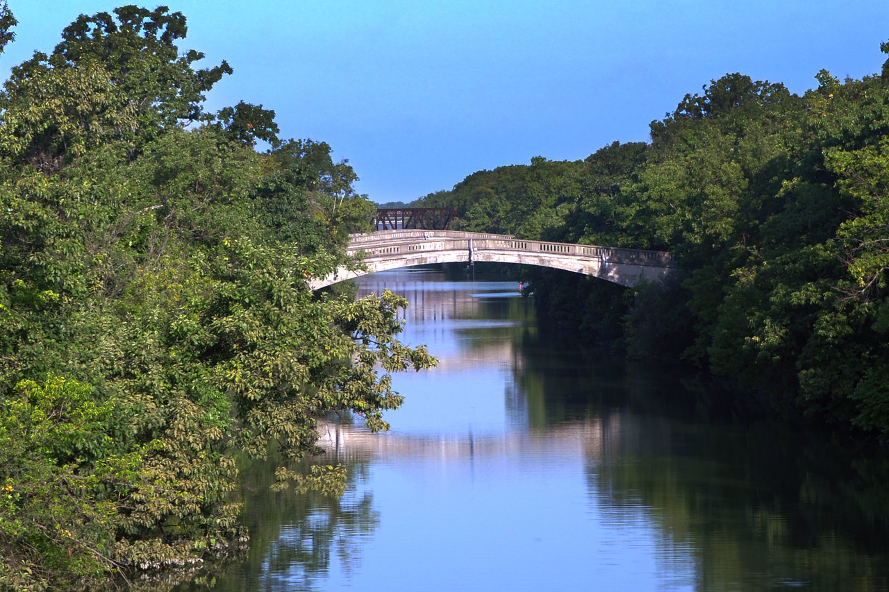 Pedestrian bridges over Erie Canal