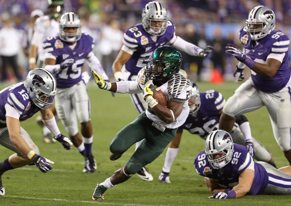 Description of . Oregon Ducks running back Kenjon Barner (24) runs against the Kansas State Wildcats during the Fiesta Bowl football game in Glendale, Arizona, January 3, 2013. REUTERS/Darryl Webb