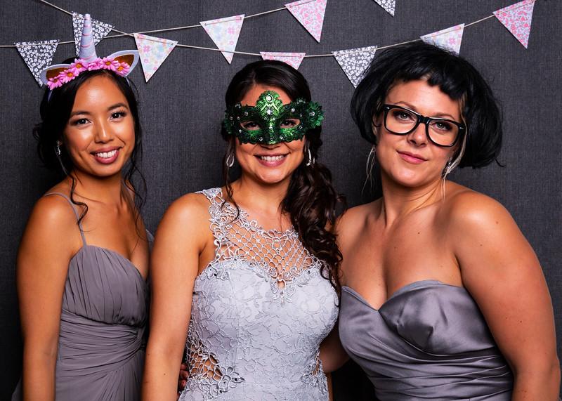 Montreal_Wedding_Photographer_Lindsay_Muciy_Photography+Video_M&E_PHOTOBOOTH_119.jpg