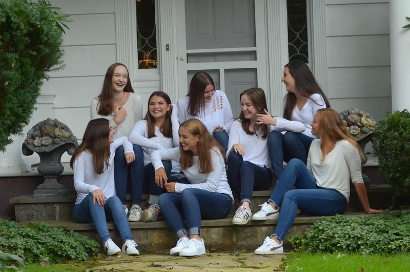 Julia Friend Group Pics - 49 of 308.jpg