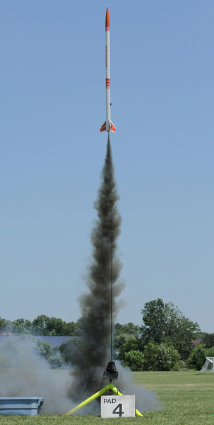 Dean Babcock's Aerotech Barracuda lifts off with an F22-5 Black Jack motor.  Photo by Greg Smith