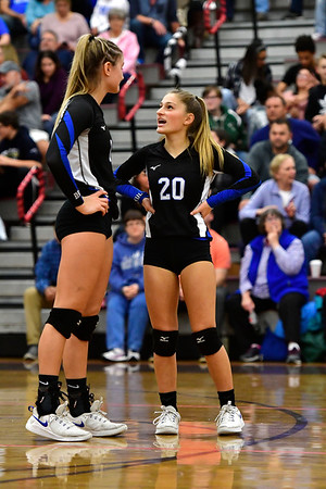 10/30/2019 Mike Orazzi | Staff Bristol Eastern's Zoe Lowe (7) and Lucy Winiarski (20) during Wednesday night's volleyball match with Bristol Central.