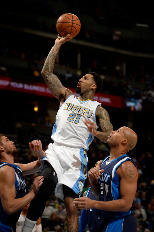 . DENVER, CO - JANUARY 14: Denver Nuggets forward Wilson Chandler (21) goes upper an easy basket pas Dallas Mavericks forward Richard Jefferson (24) during the first quarter January 14, 2015 at Pepsi Center. (Photo By John Leyba/The Denver Post)