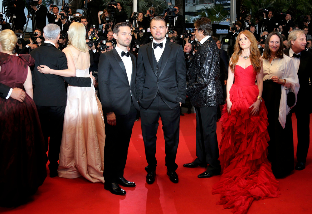 . Cast members Leonardo DiCaprio (C), Tobey Maguire (L), and Isla Fisher (3rdR) pose on the red carpet as they arrive for the screening of the film \'The Great Gatsby\' and for the opening ceremony of the 66th Cannes Film Festival in Cannes May 15, 2013. The Cannes Film Festival runs from May 15 to May 26.          REUTERS/Regis Duvignau