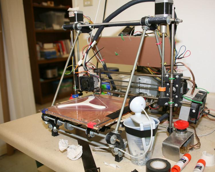 The Makery's RepRap Mendel 3D printer.