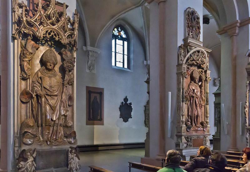 Würzburg. Dom: Gräber R. v. Scherenberg und L. v. Bibra