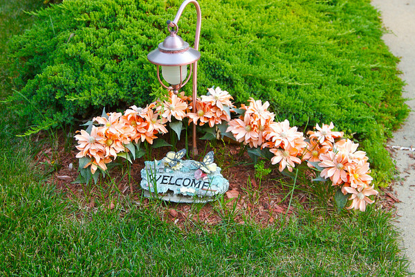 ANNE,RUBEN'S NEIGHBOR'S BEAUTIFUL FAKE FLOWERS