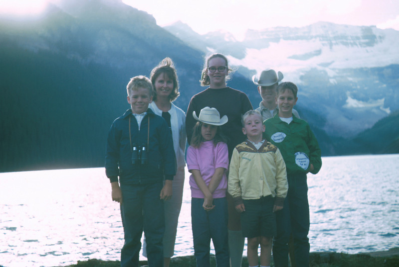 0053 - mom, jeannette, ted, mark, todd, linda, mike (9-69).jpg