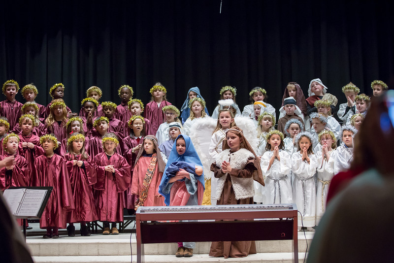 1st grade Christmas program (19 of 49).jpg