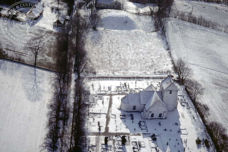 Ravlunda church and motte [Vallabacken] (20 February, 1988). | LH.0165