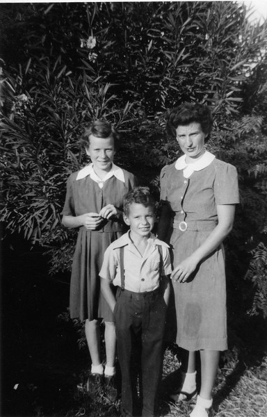 WithNancyMom1945.jpg