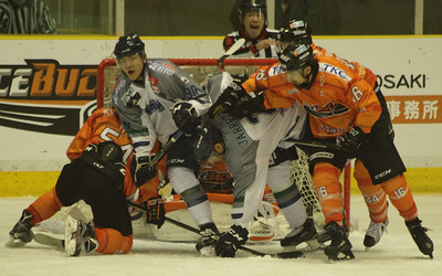 Free Blades vs Nikko Ice Bucks