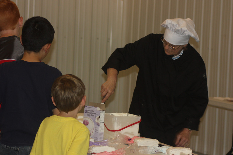 Mid-Week Adventures - Cake Decorating -  6-8-2011 079.JPG