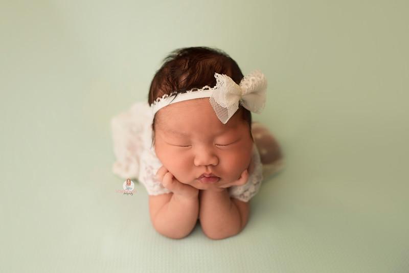 newborn-photographer-nj-7021 Camilla Frog.jpg