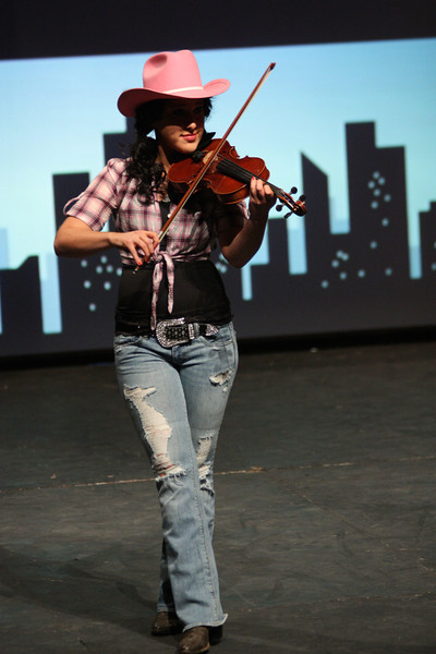 Amber Gold showcases her talent with a musical performance