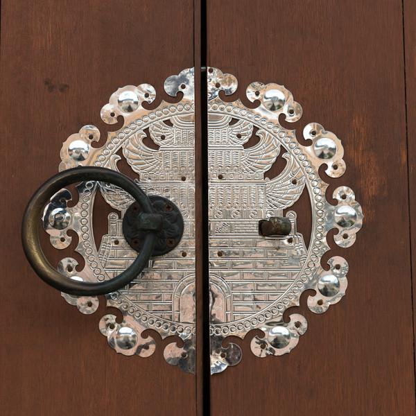 Details of closed door, Bukchon Hanok Village, Seoul, South Korea