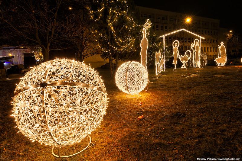 Light balls at the Nativity scene