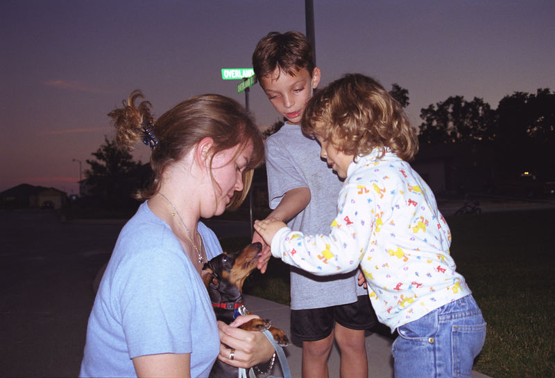1998 11 24 - Front of Beckys house 01.jpg