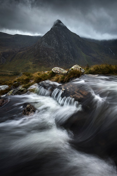 Snowdonia Tryfan mountain river stream water lord of the rings long exposure.jpg