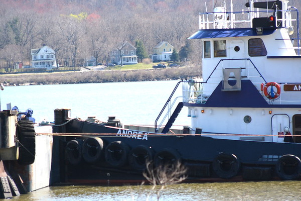 The tug's capacities are 44,350 gallons of fuel, 1,575 gallons of lube oil, and 12,470 gallons of fresh water.