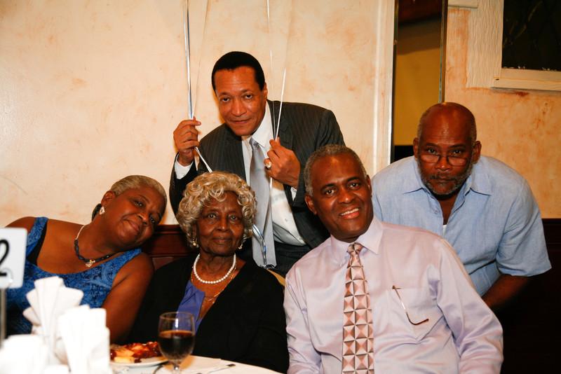 Edouard Family Reunion-3543.jpg