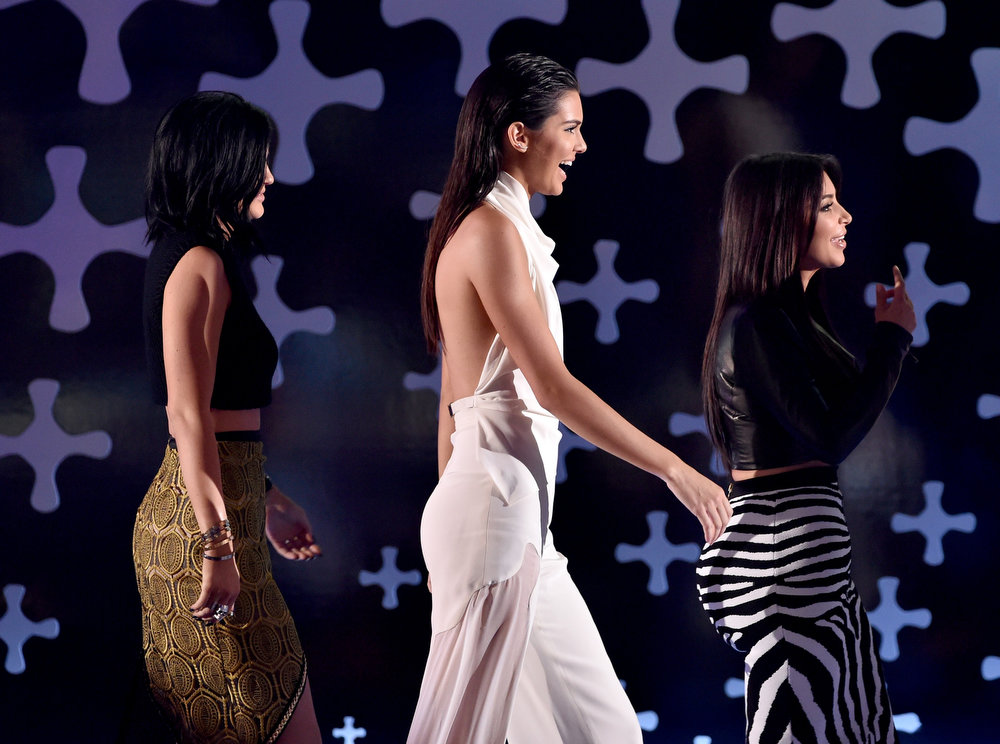 . (L-R) TV personalities Kylie Jenner, Kendall Jenner, and Kim Kardashian onstage during FOX\'s 2014 Teen Choice Awards at The Shrine Auditorium on August 10, 2014 in Los Angeles, California.  (Photo by Kevin Winter/Getty Images)