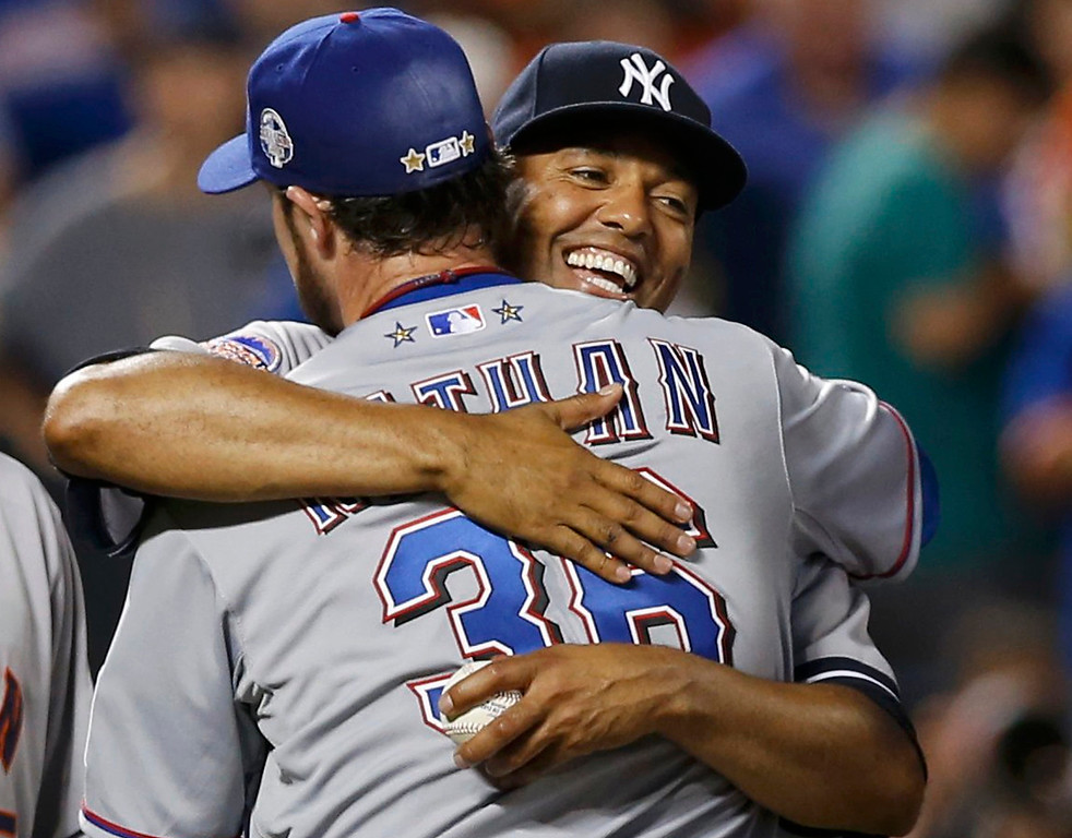 . New York Yankees pitcher Mariano Rivera hugs Texas Rangers pitcher Joe Nathan after the American League defeated the National League in Major League Baseball\'s All-Star Game in New York, July 16, 2013.  REUTERS/Mike Segar