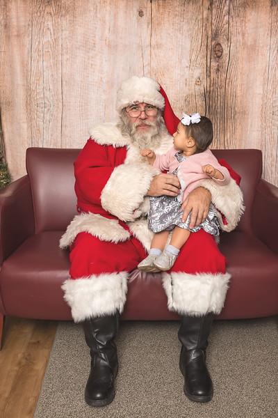 Ameriprise-Santa-Visit-181202-5040.jpg