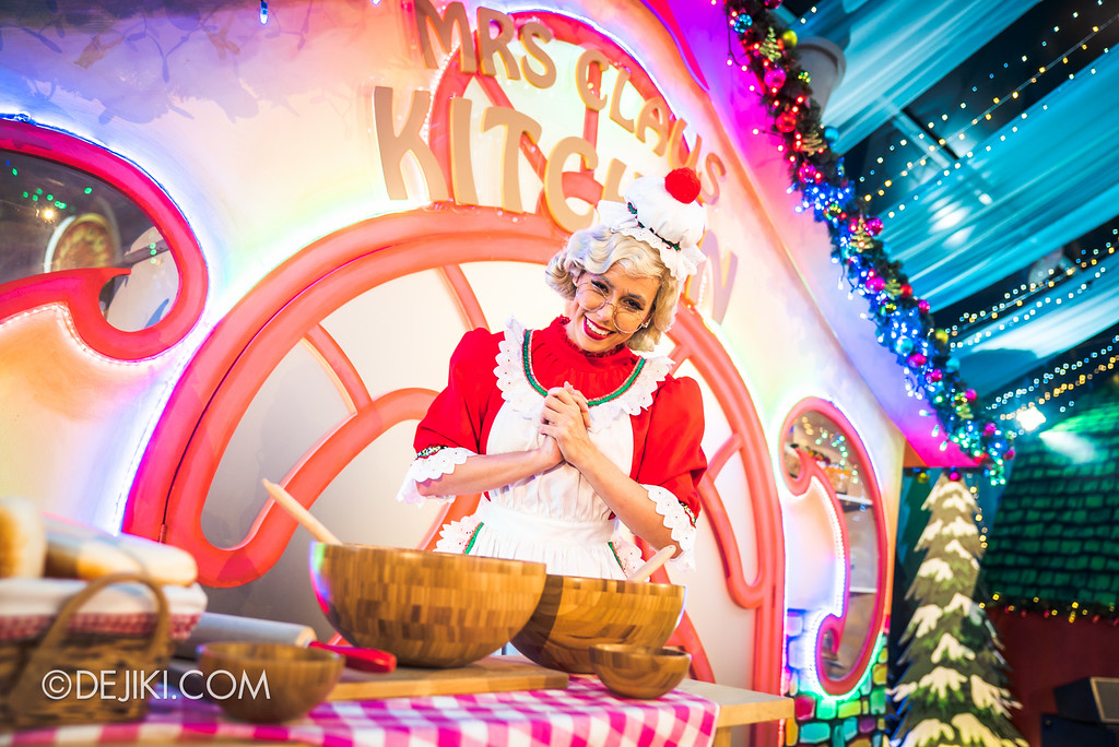 Universal Studios Singapore December Park Update - Santa's All Star Christmas 2016 / Santa's Village Mrs Claus