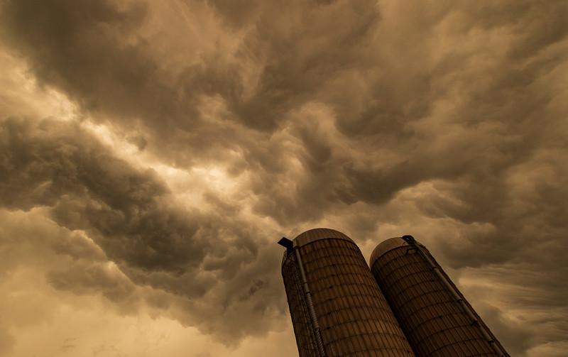 OsingaFarm-ThunderstormAriving4.jpg