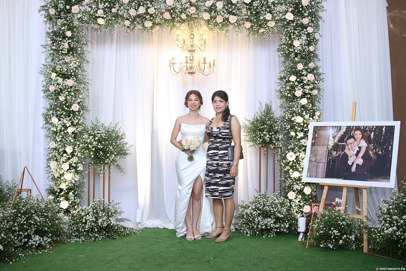 Vy-Cuong-wedding-instant-print-photo-booth-in-Bien-Hoa-Chup-hinh-lay-lien-Tiec-cuoi-tai-Bien-Hoa-WefieBox-Photobooth-Vietnam-111.jpg