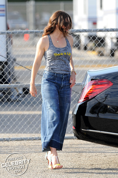 Jessica Biel Thinking It Up At Santa Monica!