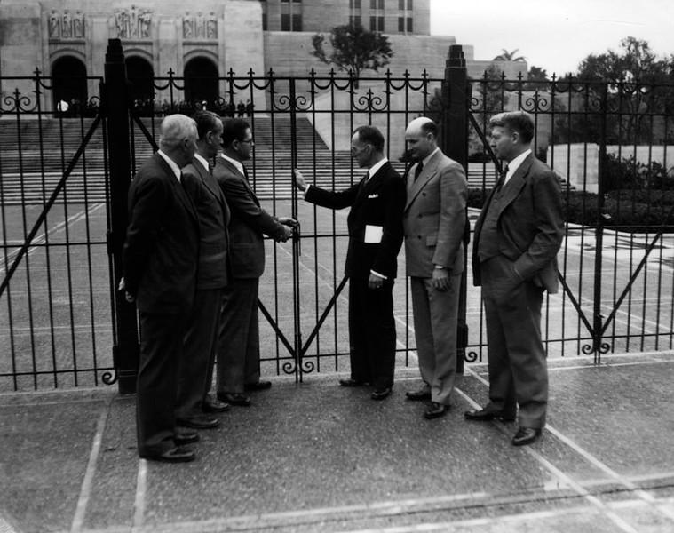 1933, Secured Entrance