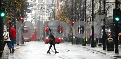 snow-wreaks-havoc-on-travelers-in-britain-schools-closed
