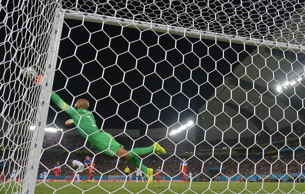 . US goalkeeper Tim Howard dives for the ball during a Group G football match between Ghana and US at the Dunas Arena in Natal during the 2014 FIFA World Cup on June 16, 2014.  AFP PHOTO / CARL DE SOUZA/AFP/Getty Images
