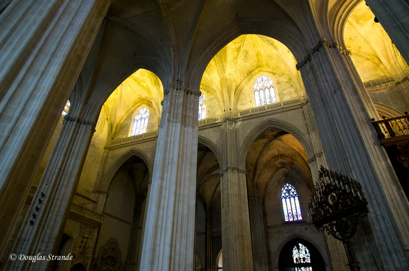 Tue 3/15 in Seville: Columns soaring to the vault