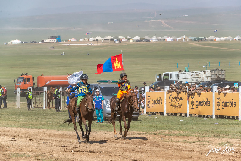 Horse racing__6109120-Juno Kim.jpg