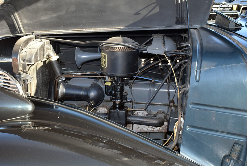 Chevrolet 1939 Master Deluxe Business Coupe engine side lf.JPG