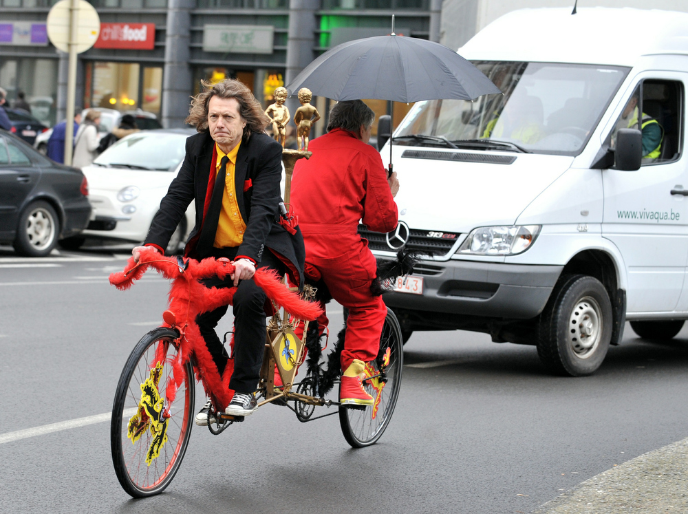 Description of . Dutch-speaking Leon Zoetebier (black) from the Dutch-speaking north and French-speaking southerner Franz Coquidor (red) bicycle in opposite directions in the streets of Brussels, on January 27, 2011 to highlight Belgium's ongoing political crisis and show that they hope to continue to live together. Belgium headed for the disreputable record of the world's country longest without a government as a fresh bid to bridge the gulf between the Dutch-speaking north and French south collapsed. AFP PHOTO GEORGES GOBET