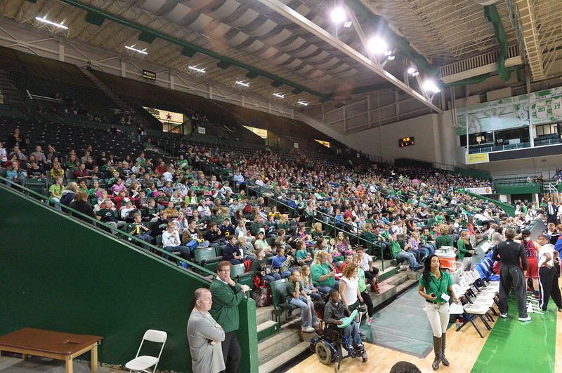 crowd4958.jpg