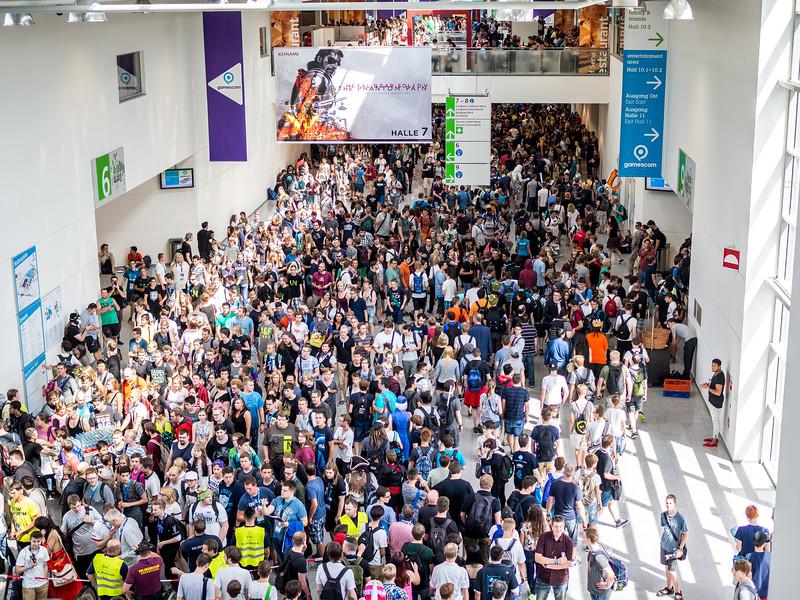 Crowd at Gamescom 2015