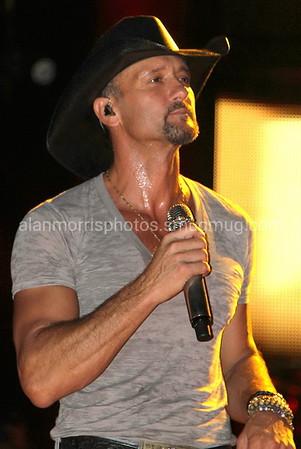 Tim McGraw - Luke Bryan 2011