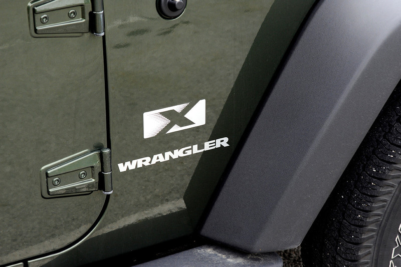 clip-015-jeep_logo-wdsm-16aug11-0179.jpg