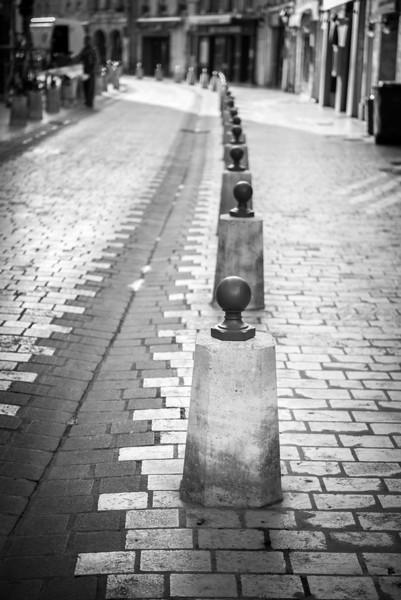 Sidewalk Barriers in La Rochelle