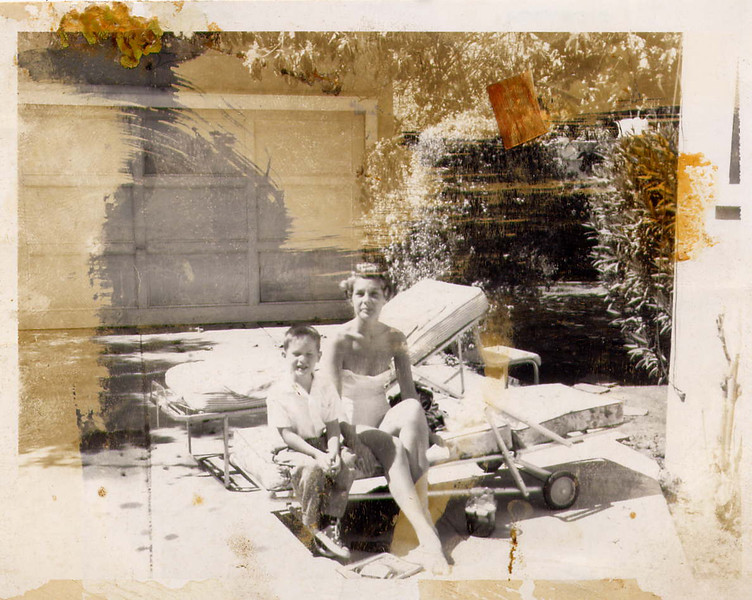 Tony_and_Mom_March_1960_Beverly_Hills.jpg