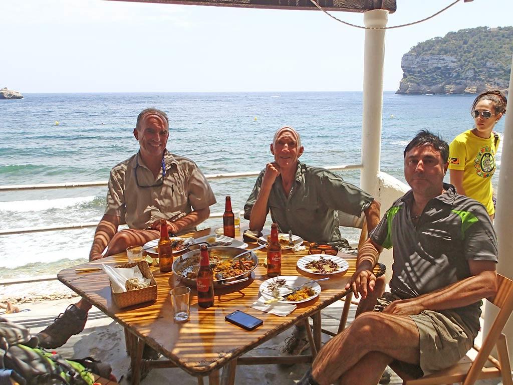 Alfred, Vic y Carlos en el Restaurante la Barraca